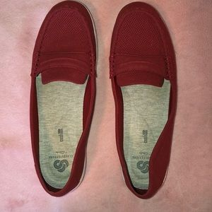Women's size 11 Clark's Cloudsteppers in RED